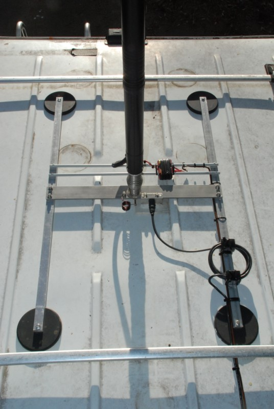 A High Efficiency Quot Screwdriver Quot Remote Tuned Mobile Antenna